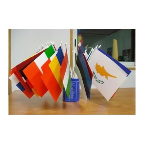Jeu de 29 drapeaux de table en plastiques des pays de l'Union Européenne